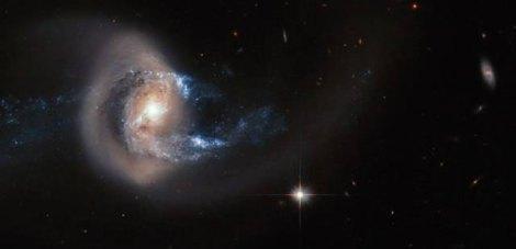 Hubble-capta-el-choque-de-dos-galaxias